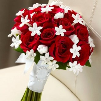 Букет невесты из 15 красных роз «Яркая жизнь»