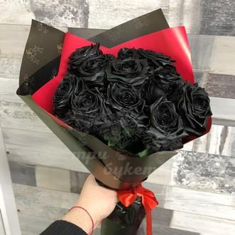Букет из 11 черных роз в крафте