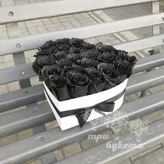 Сердце из 24 черных роз