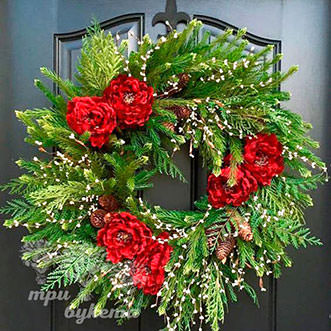 Рождественский венок с цветами