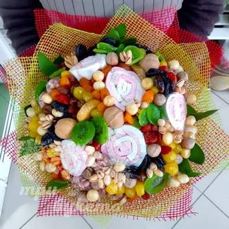 Подарочный букет из сухофруктов