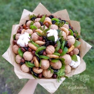 Букет из грецких орехов и фиников
