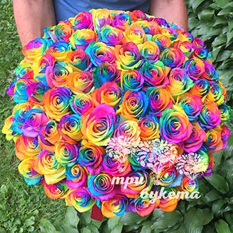 Букет из 101 радужной розы
