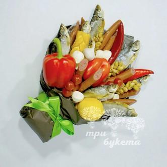 Букет из вяленой рыбы и колбасы