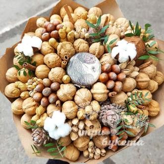buket-iz-orehov-i-kokosa